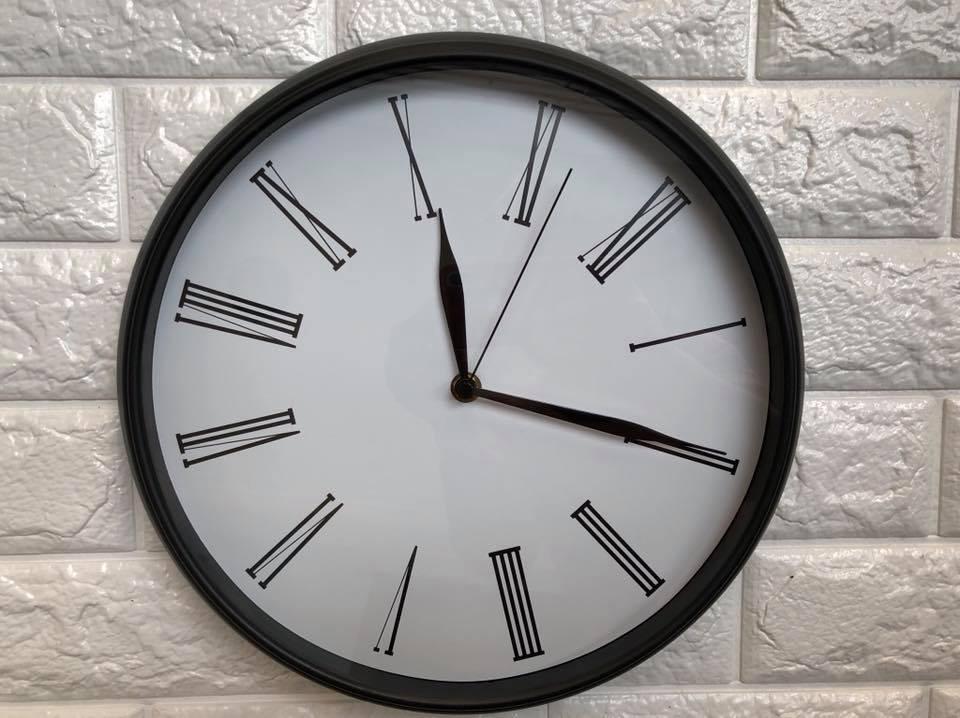 Đồng hồ treo tường dạng số cho bài tập mắt
