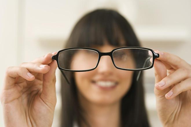 Chỉ nên đeo kính khi thực sự cần thiết